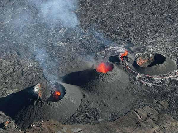 Извержение вулкана Питон-де-ла-Фурнез.